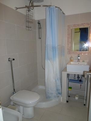 B b fontane bianche ottime camere buona colazione - B b barcellona centro bagno privato ...